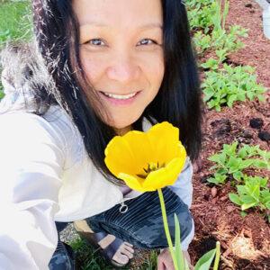 Jingle Ayupan with yellow tulip